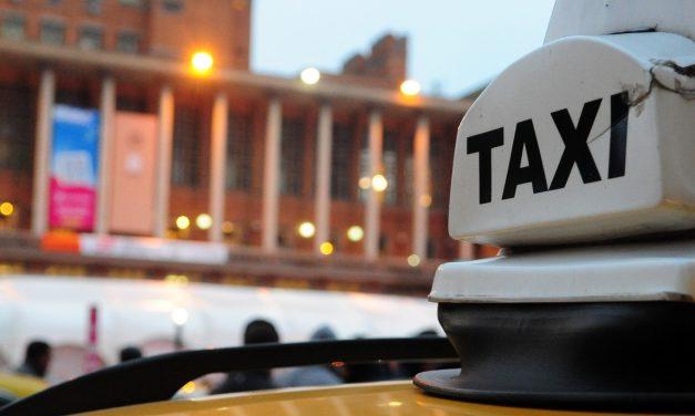 """Rige un paro de taxi en reclamo de """"un avance de la Patronal contra el salario y condiciones de trabajo"""""""