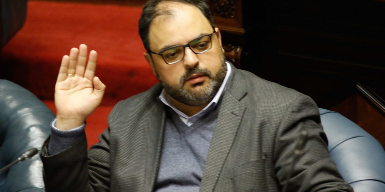 """El Frente Amplio tomará """"acciones parlamentarias"""" contra Bartol"""
