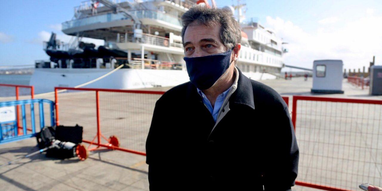 El Greg Mortimer partió este sábado hacia Islas Canarias con 24 tripulantes