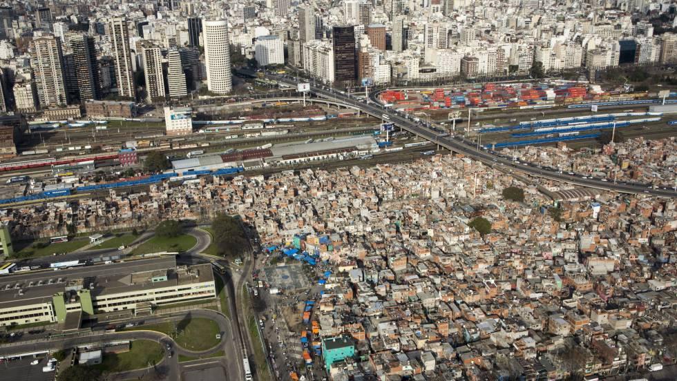 Argentina en cautela por focos de contagio en las villas de Buenos Aires