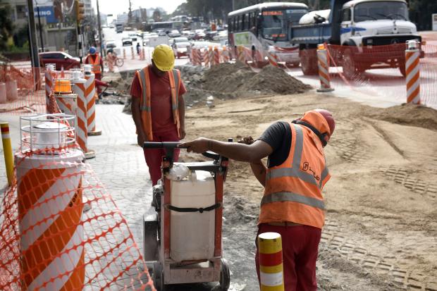 Rigen nuevos cambios de circulación por la obra del túnel de Av. Italia