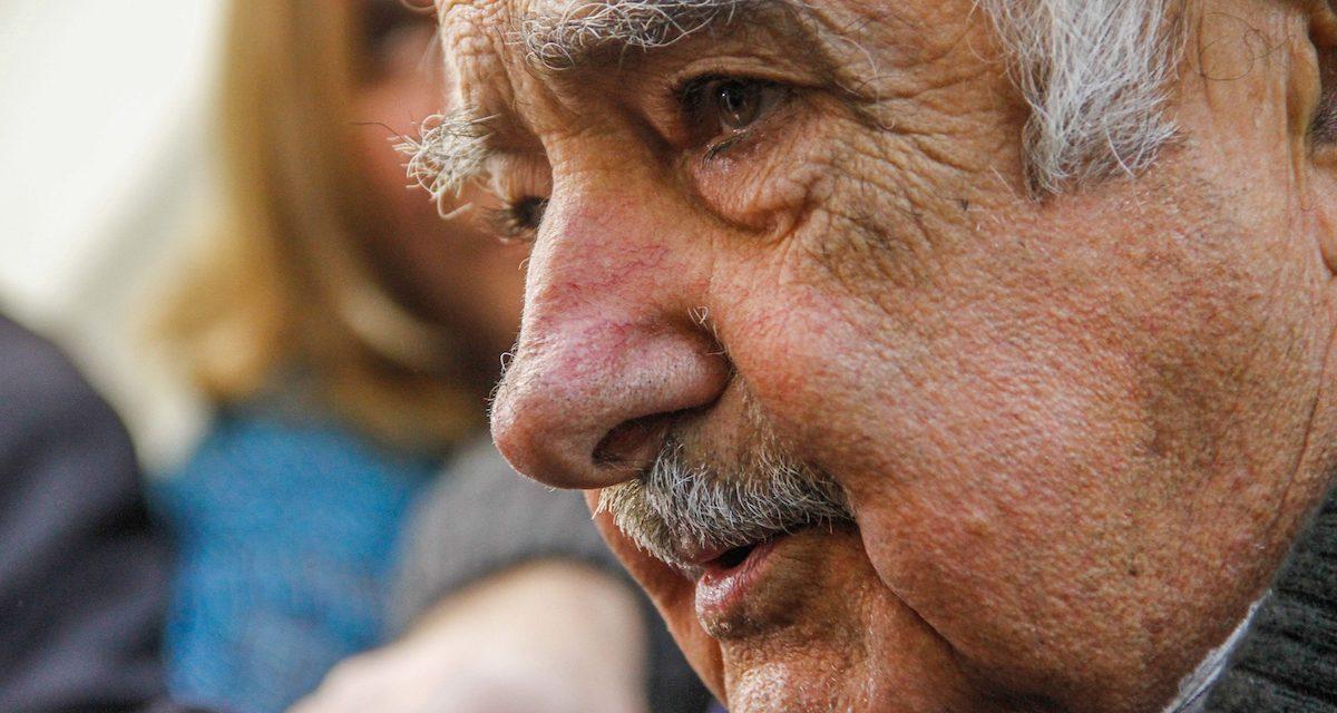 """Mujica sobre declaraciones de Manini: """"Estas cosas me suenan a fuegos de artificio para hablar de otras cosas"""""""