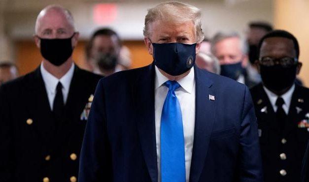 """Trump defiende el """"uso patriótico"""" del tapabocas"""