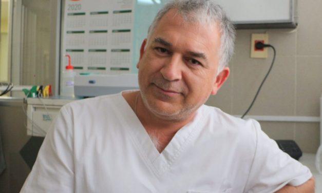 """""""En el primer semestre de 2021 todavía vamos a estar con cositas restrictivas"""", dijo el infectólogo Julio Medina"""