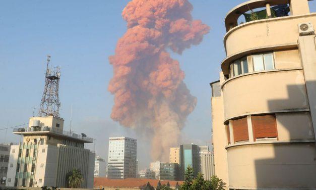 Una impresionante explosión en Beirut deja decenas de heridos