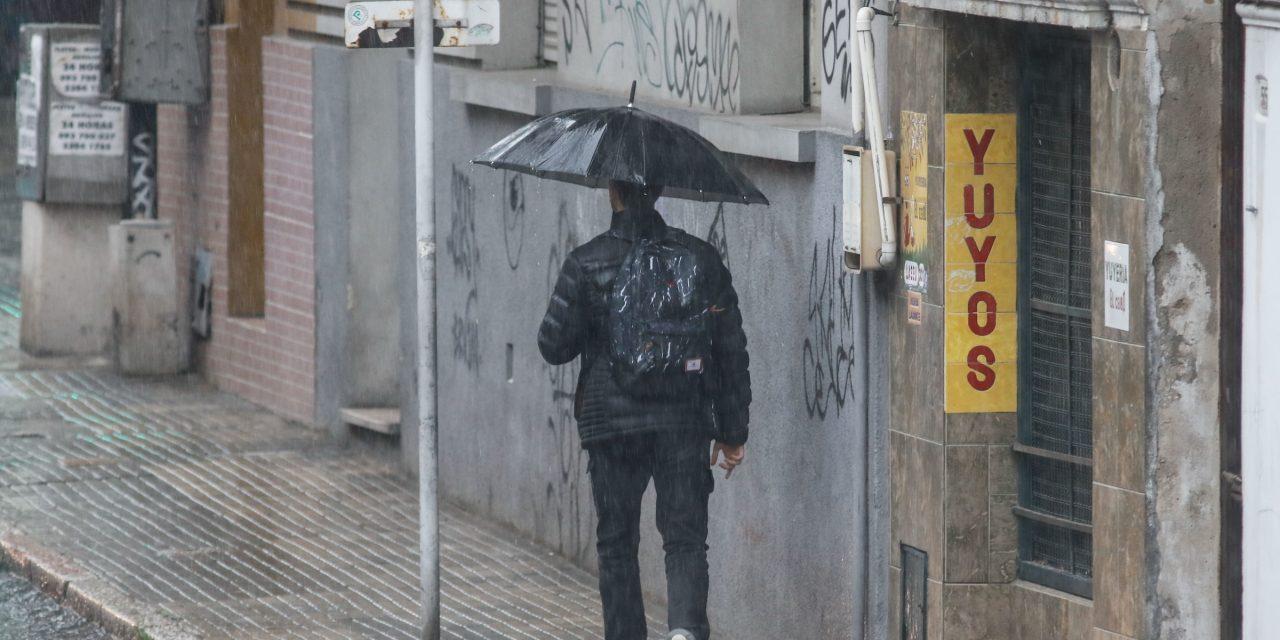Domingo de elecciones con lluvias y fuertes vientos en el sur del país