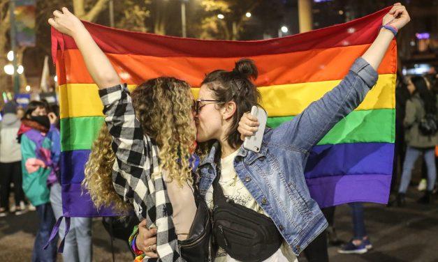 """Miles de personas es movilizaron en la Marcha de la Diversidad bajo la consigna """"Orgullo es Luchar"""""""