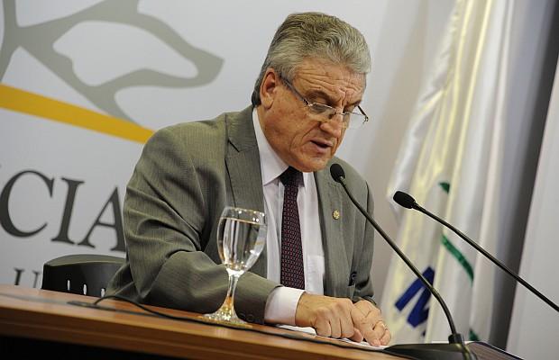 """Exdirector de Servicio Civil advierte """"peligro"""" por funcionarios que trabajen enfermos"""