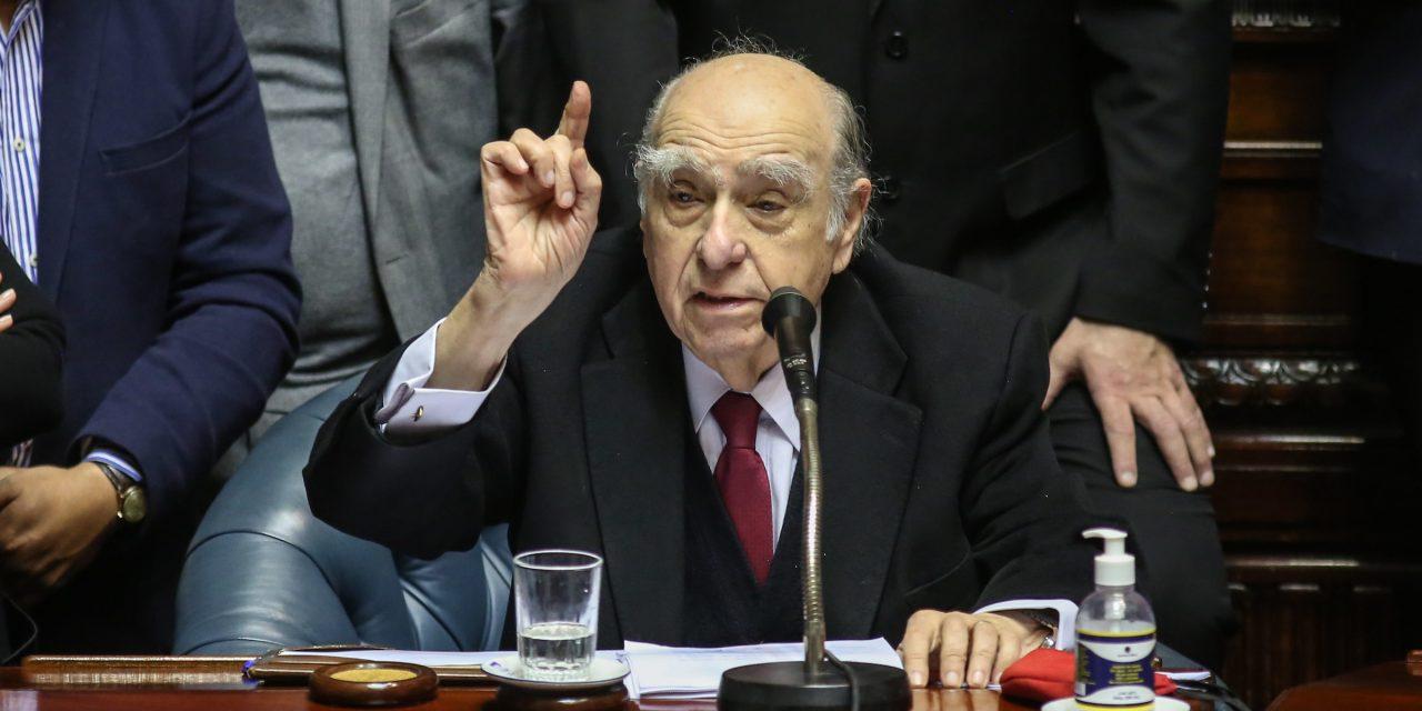 """Sanguinetti en su despedida del Parlamento destacó: """"Hemos gobernado los tres partidos pacíficamente"""""""