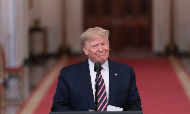 Trump sigue en campaña y baila al ritmo de YMCA