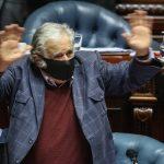 La taza de té, la mención a Lacalle y el mensaje a los jóvenes: así fue el último día de Mujica en el Parlamento