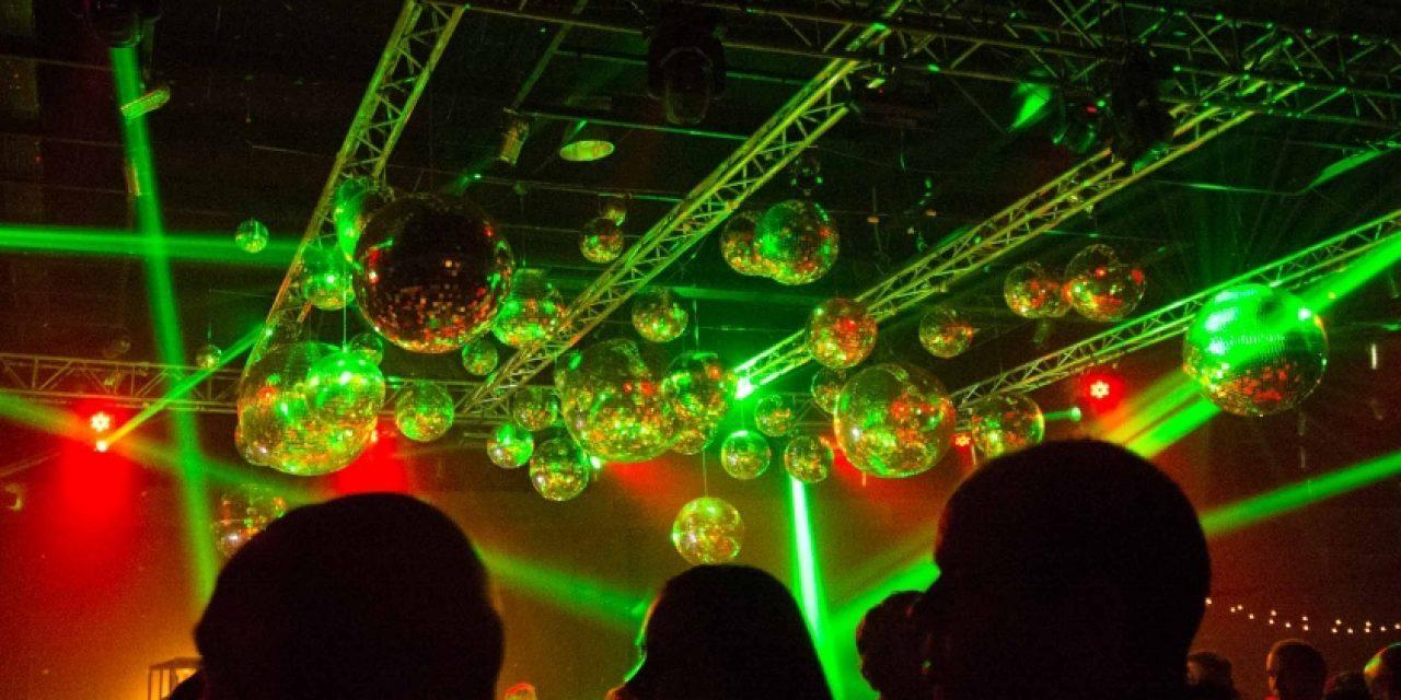 Nuevo protocolo permitirá eventos al aire libre con pista de baile y barras en noviembre