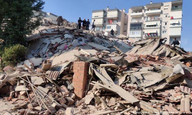 Un terremoto escala 7 sacudió Grecia y Turquía y generó un tsunami