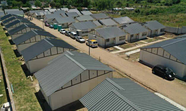 Ministra Moreira e integrantes del Pit-Cnt entregaron llaves de 43 viviendas a trabajadores sindicalizados