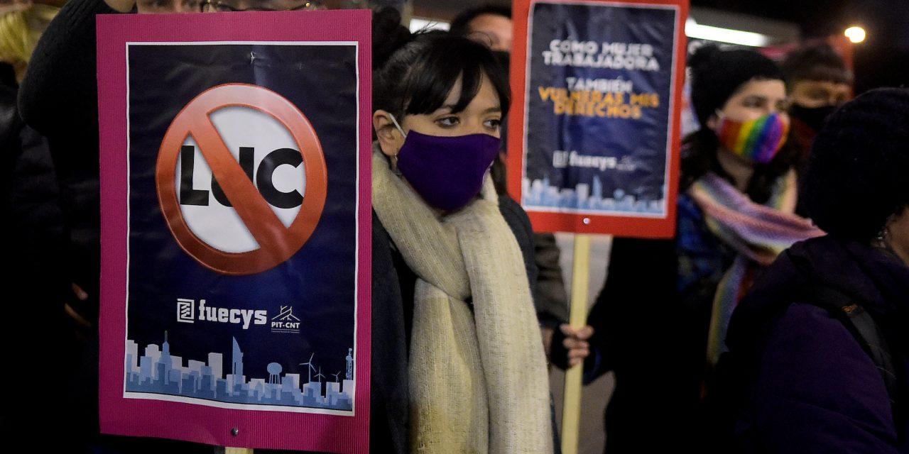 Pit-Cnt espera alcanzar las  100 mil firmas para derogar 135 artículos de la LUC este fin de semana