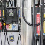 Gobierno evalúa la baja de combustibles