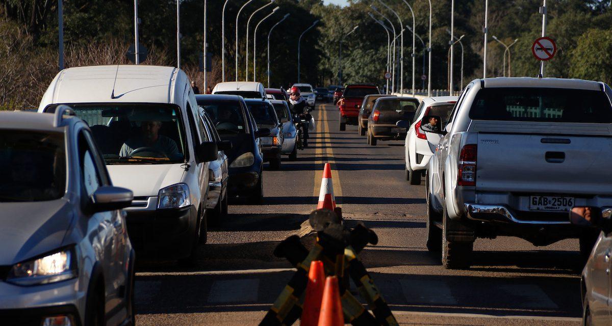 """Asociación de Funcionarios Aduaneros aseguran que en el Chuy """"salen personas, mercadería y no hay controles"""""""