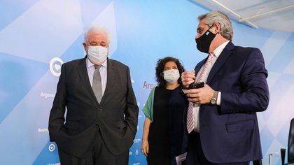 """Fernández: """"Se ha montado un escenario mediático de escarnio público"""" alrededor del caso de los Vacunatorios VIP"""