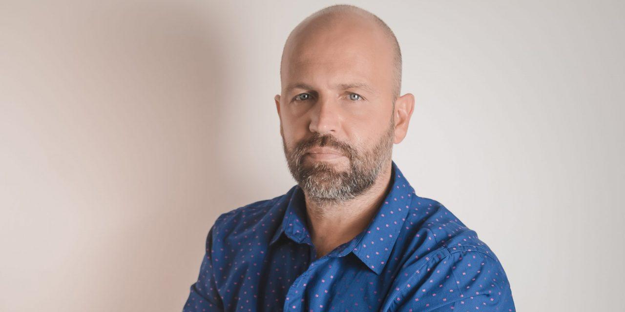 Mariano López ya recorre los estudios de Universal