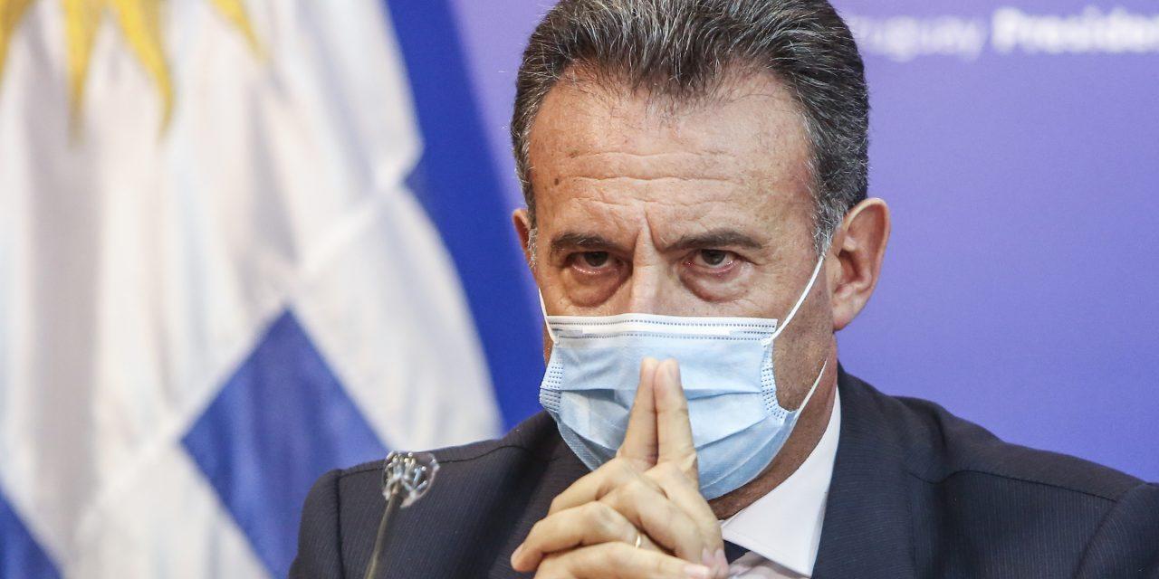 """Diputado del Frente Amplio pide la renuncia del ministro Salinas: """"No está a la altura de la responsabilidad"""""""
