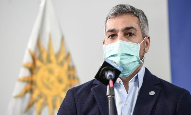 Abdo Benítez pidió a ministros que pongan sus cargos a disposición tras protestas por crisis sanitaria