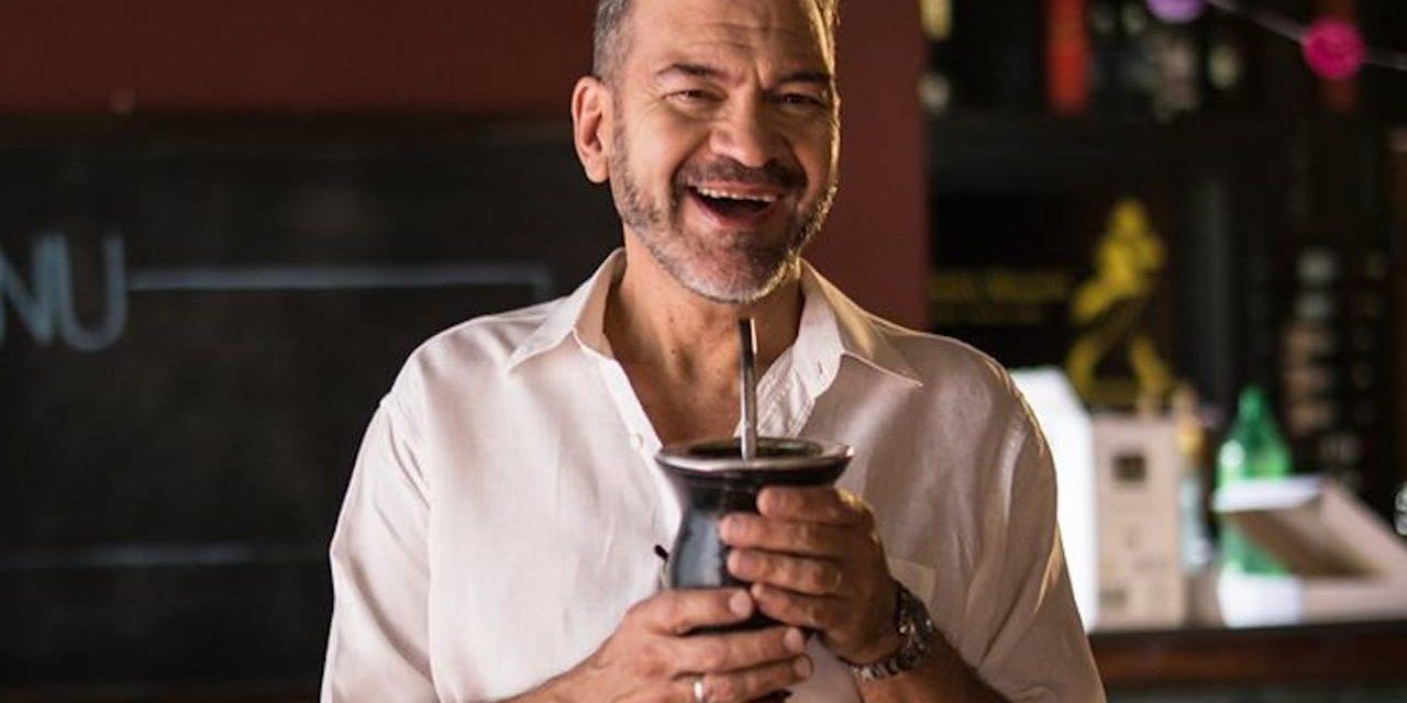 César Bordón, el actor argentino que se luce en la serie de Luis Miguel