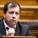 Frente Amplio resuelve este martes si pide la remoción de Omar Estévez