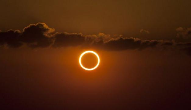 Este jueves hubo un eclipse solar : la explicación del cientifico Carlos Vera