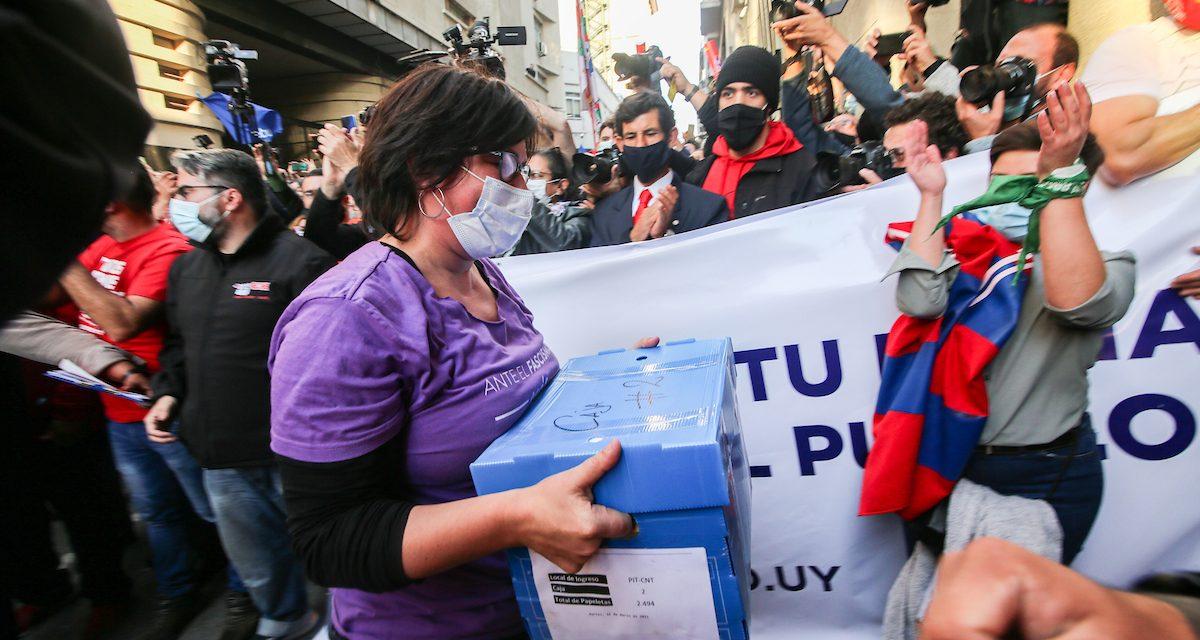 El 44% de los uruguayos votaría por mantener los 135 artículos de la LUC y el 34% por derogarlos, según Cifra