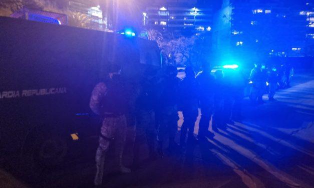 """Policía recurrió a un """"tiro de estruendo"""" para disolver aglomeración en Villa Biarritz, donde reportó agresiones"""