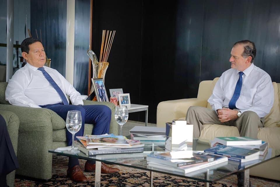 Manini Ríos se encuentra en Brasil donde se reunió con el vicepresidente del país