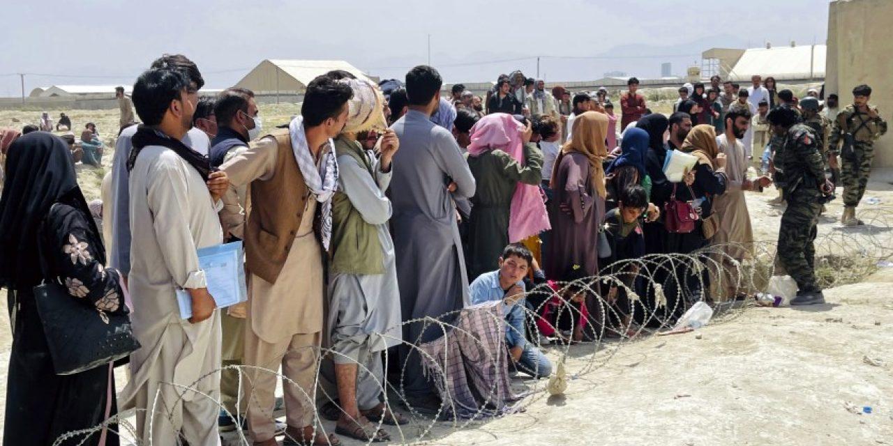 El gobierno evalúa tres posibilidades de refugio para familias afganas