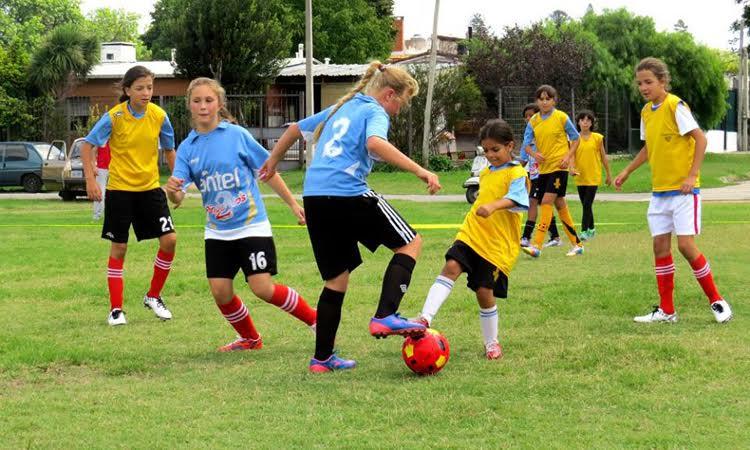 Se presentó el programa de fútbol infantil «Todas Juegan» con el objetivo de sumar más niñas al deporte