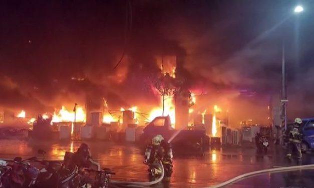 Al menos 46 personas murieron en el incendio de un edificio de 13 pisos en Taiwán
