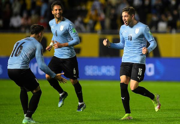 Uruguay se enfrenta a un Brasil invicto en Manaos a las 21:30 horas